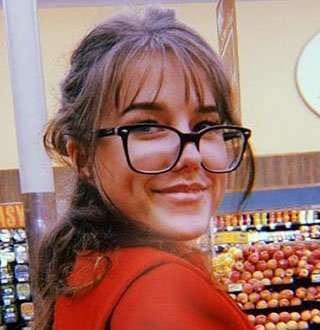 Alaina Meyer Bio: Dating Johnny Galecki, Who is She?