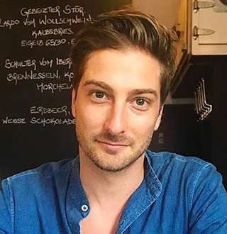 Daniel Lissing On Co-Star He Married & Made His Wife - Erin Krakow