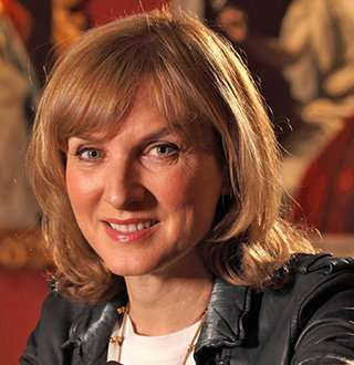 Fiona Bruce & Husband's Salary & Net Worth Gives Freedom & Children Safety