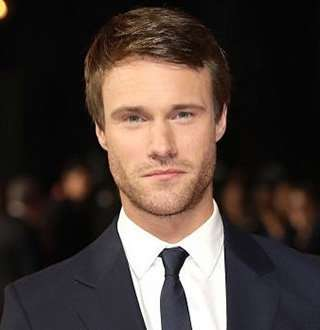 Hugh Skinner Wife, Parents, Net Worth Details & ThingsThat Make Him Gay