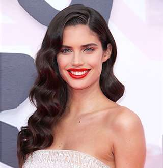 Sara Sampaio Net Worth & Dating Moments With Boyfriend Equally Spectacular! Hand On Hand