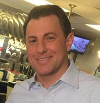 Here's Todd Piro Bio: Married life With Wife Amanda & Mother   All Details